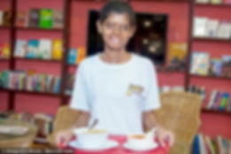 acid attack fighter ritu serving meal at sheroes hangout