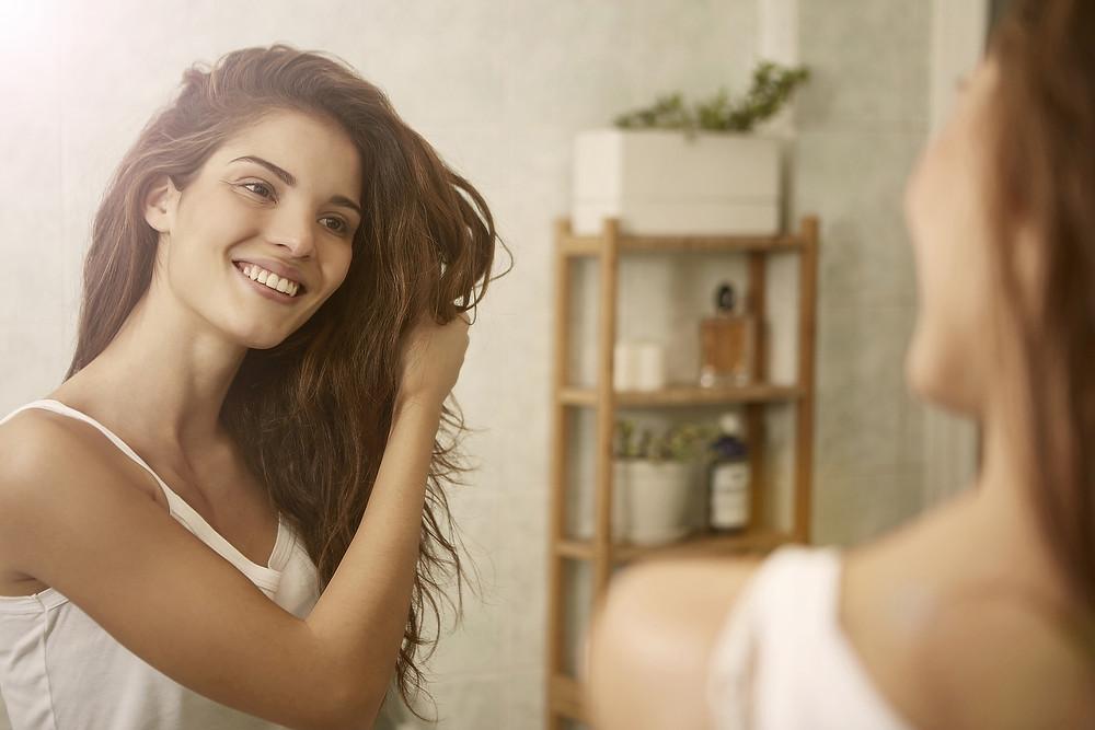 secando cabelo naturalmente lessfrizz