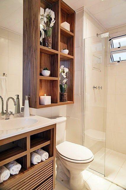 nicho de madeira no banheiro
