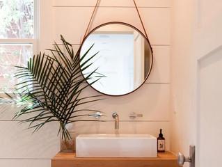 Conheça a decoração que não pode faltar no banheiro