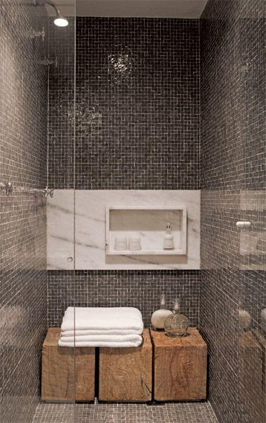 nicho de mármore no banheiro