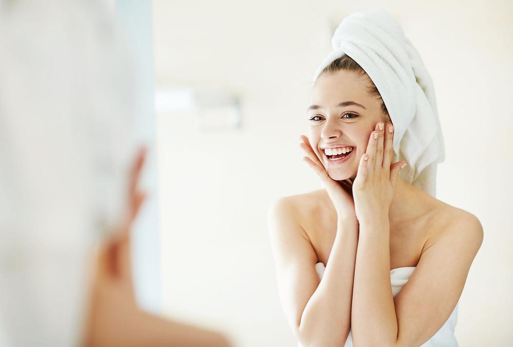 toalha secando cabelo lessfrizz