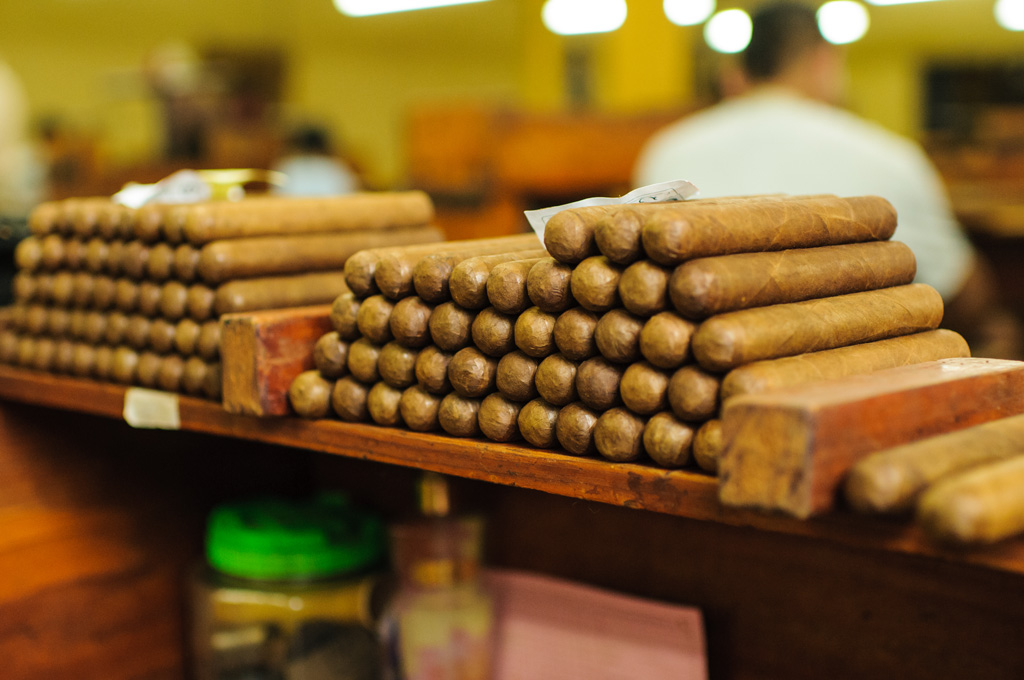 cigars_on_rolera_table_1_72.jpg