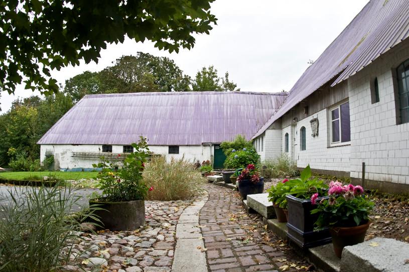 Der Weg zum Eingang des Seminarhauses