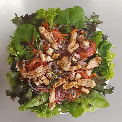Salada de frango com mix de folhas verdes