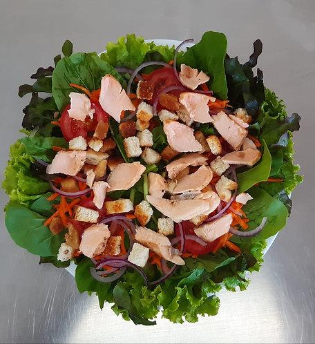 Salada de salmão com mix de folhas verdes