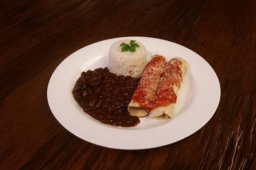 Panqueca de carne com arroz e feijão