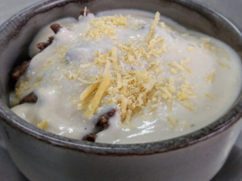 Iscas de carne ao molho de queijo