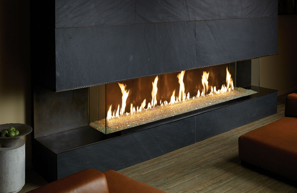 Linear crushed glass gas fireplace