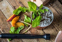 Peach-Mint-Julep-Cocktail_Traeger-Wood-Fired-Grills_RE_LA