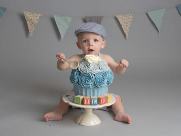 Riley's Cake Smash   First Year Birthday
