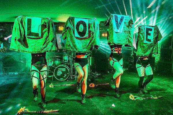 Slamboree girls loving the festival gig