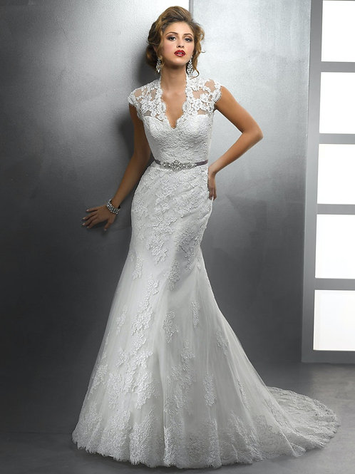 SURI BY SOTTERO AND MIDGLEY WEDDING DRESS/ SIZE 10