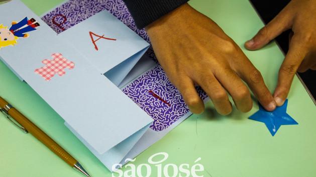 Para homenagear os Pais, os estudantes do São José Kids e Júnior preparam cartões para homenageá-los