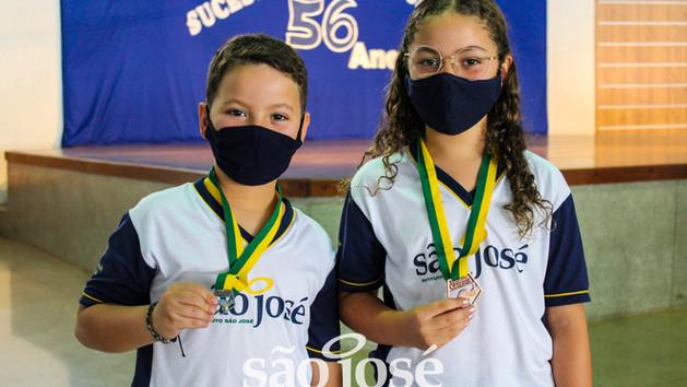 Estudantes conquistam ouro, prata e bronze no Concurso Canguru de Matemática!