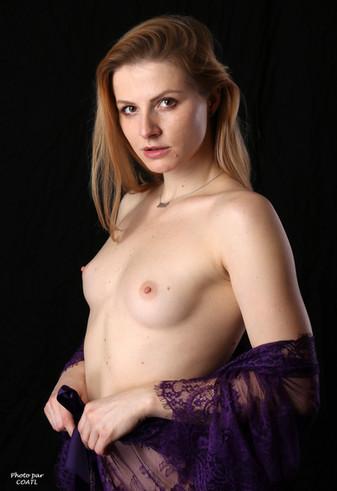Takha Filatova en violet