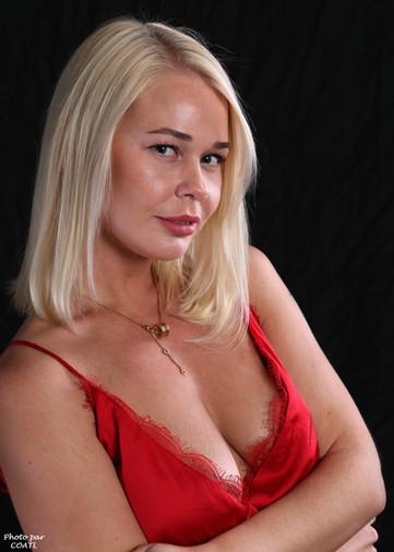 Darina Nikitina et la robe rouge