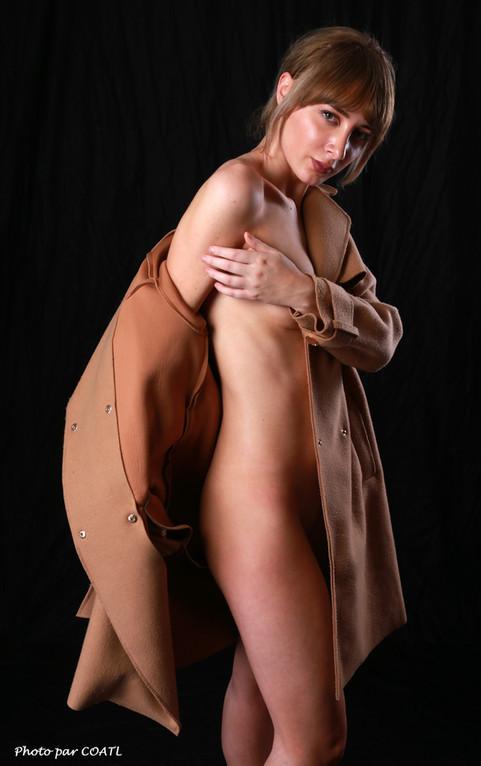 Kathrynlmt retire son manteau