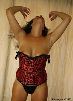 Kiarra en rouge et noir 4