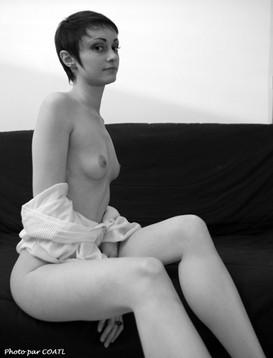 Jeune fille en noir & blanc