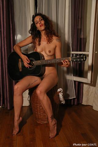 A la guitare
