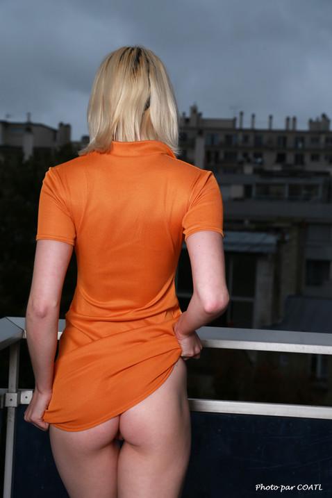 Bobbi Castle en orange