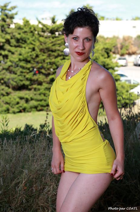 Une Dame de Pique en jaune