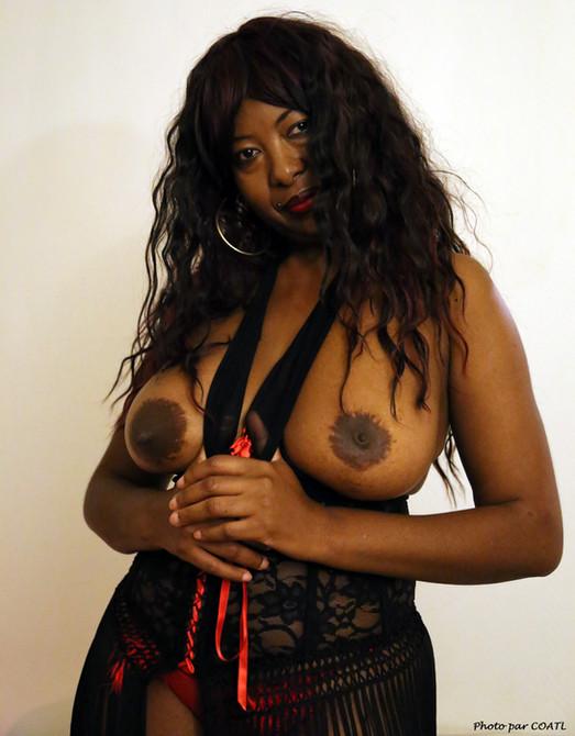Ingrid en lingerie noire