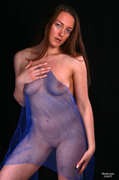 Véronica Allioni, en bleu