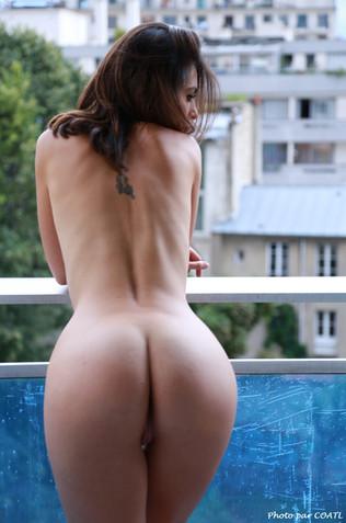 Nola au balcon