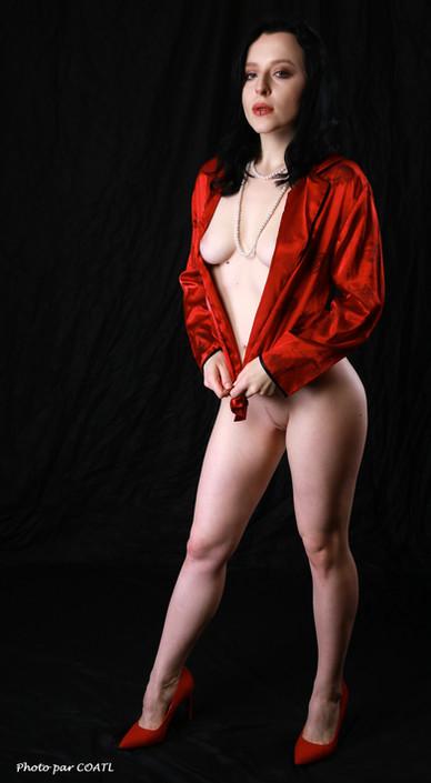 La reine Linden en rouge