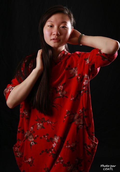 Lin Xizi en rouge