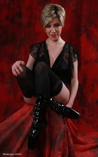 Félicity noir sur rouge