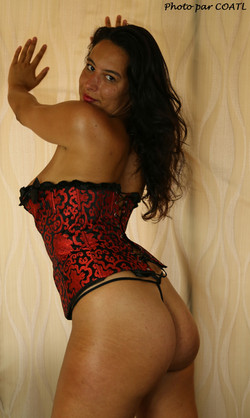 Kiarra en rouge et noir 3