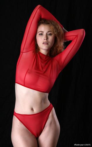 Heidi Romanova voit rouge
