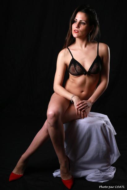 María Salas Viñuales en noir