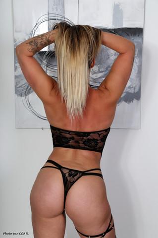 Bulma en lingerie noire