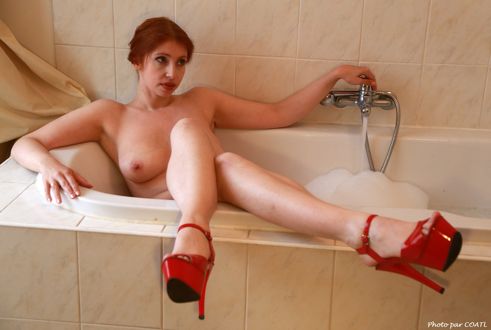 Alixia dans sa baignoire