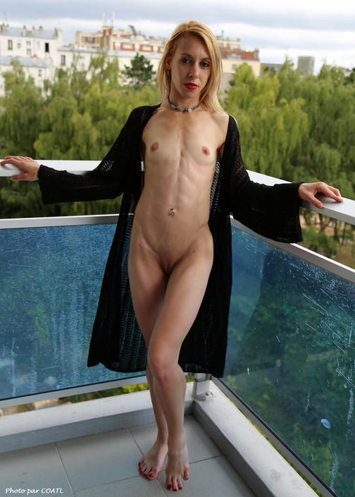 Kaylia au balcon
