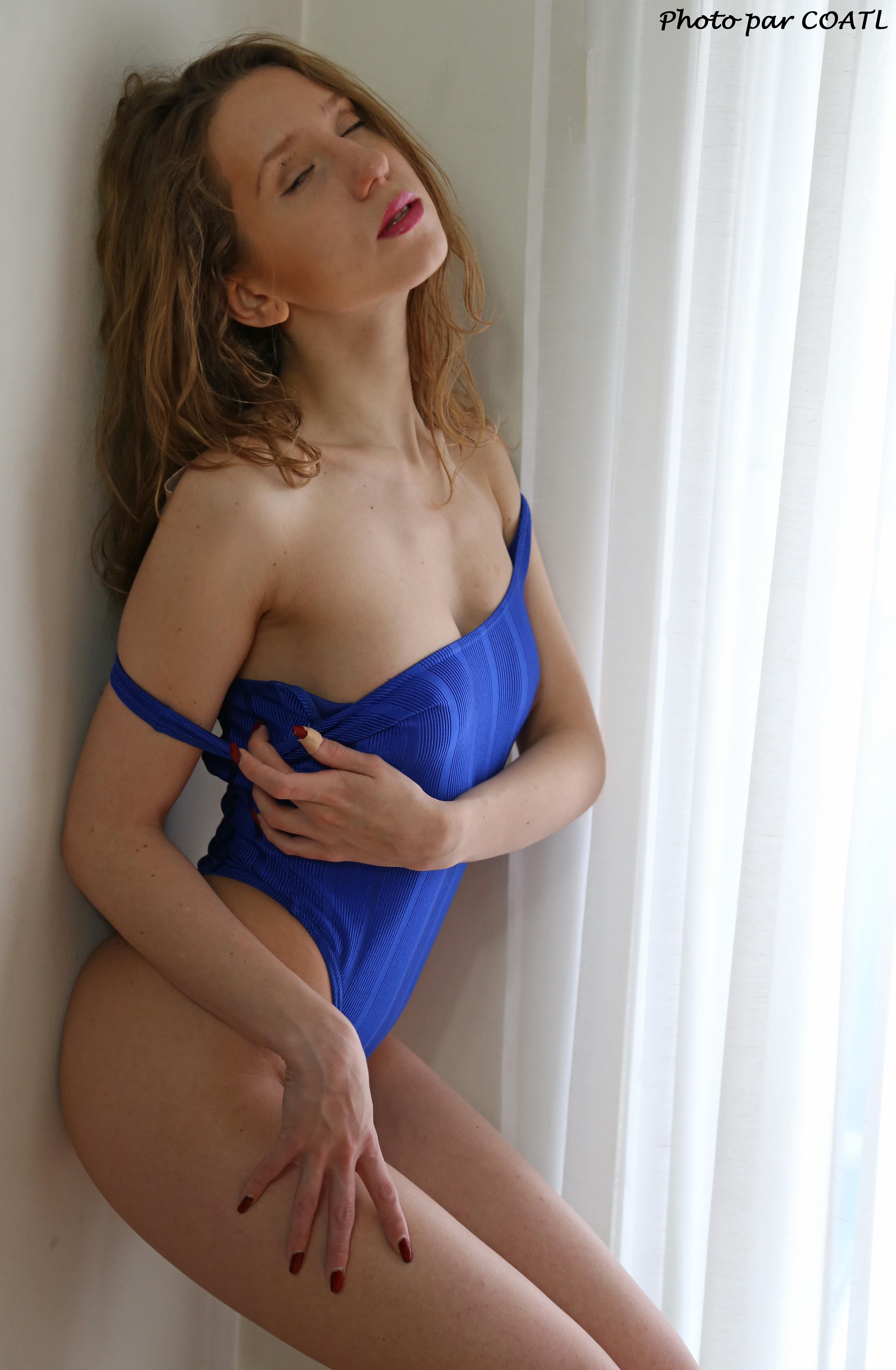 Naomie de bleu dévêtue 6