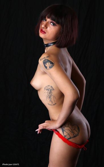 Betty Scott en rouge