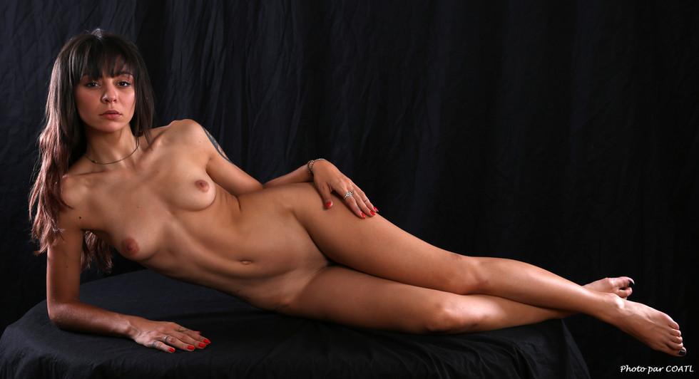 Hanna Mosley, sur table