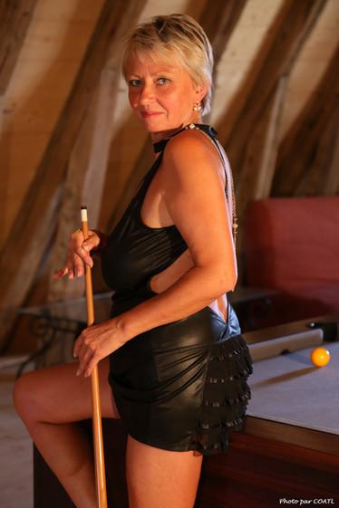 Elena joue au billard