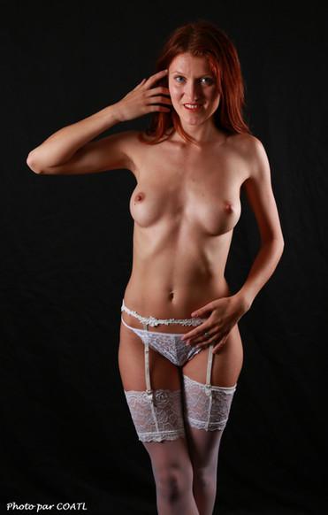 Alesya, en blanc