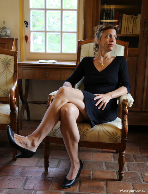 Mélinda assise