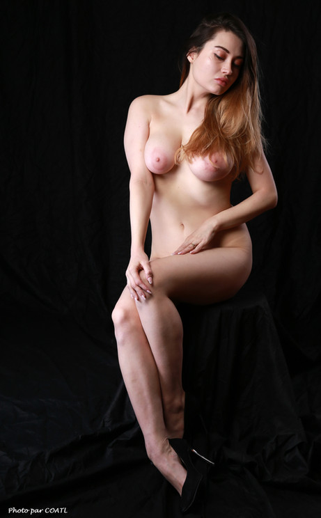 Gabriella Elena Knight nue