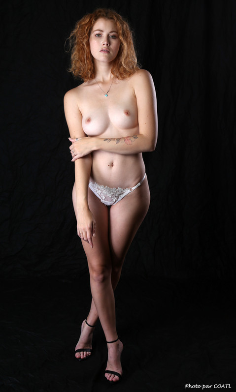 Heidi Romanova, lingerie blanche