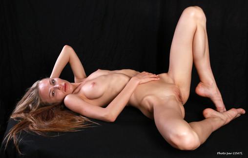 Mila allongée