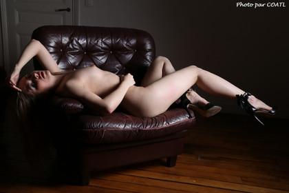 Vanessa sur le divan 4