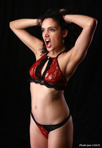 Sauvage Carlotta et sa lingerie